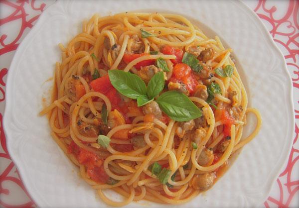Spaghetti vongole e pomodori