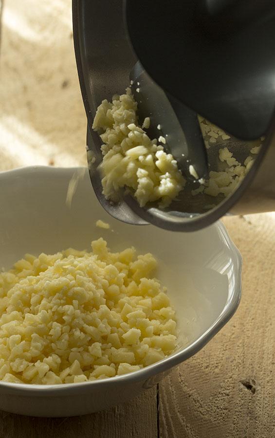 Come grattugiare il formaggio morbido