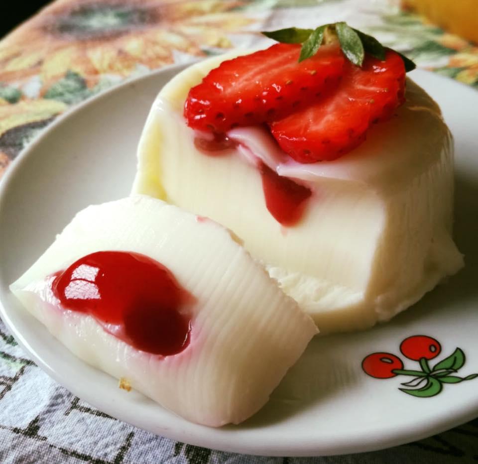 Panna cotta Bimby con salsa di fragole